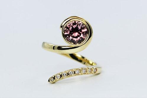 18ct yellow gold natural pink zircon ring
