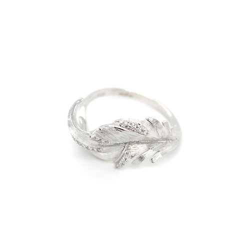 18ct white gold diamond leaf design ring