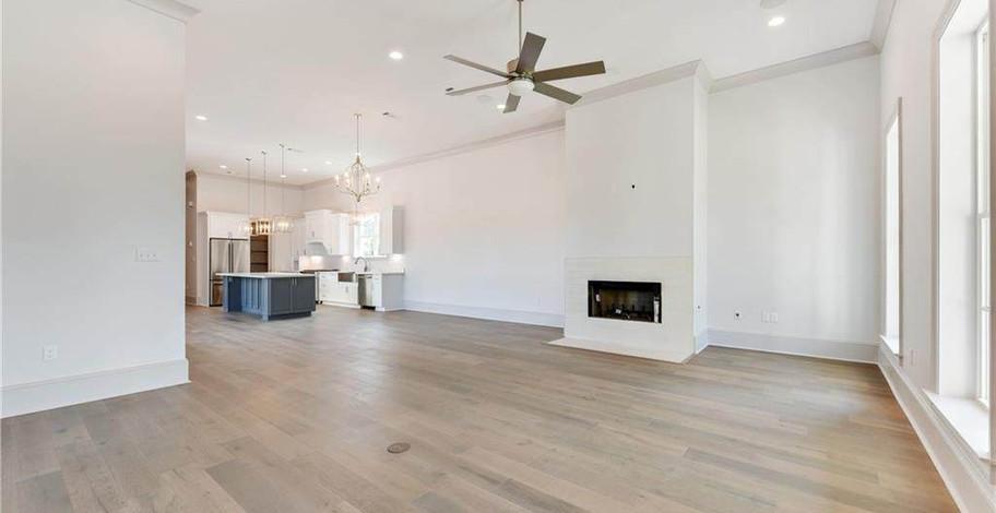 124 Bay Tree Manor Living Room