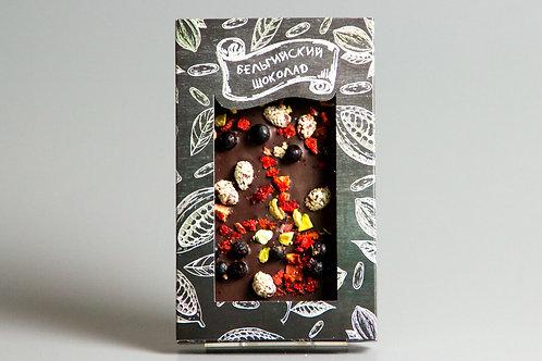 Тёмный бельгийский шоколад с клубникой, смородиной, фисташками и арахисом в кунж