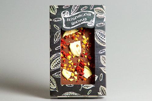 Молочный бельгийский шоколад с грушей, клубникой и абрикосом