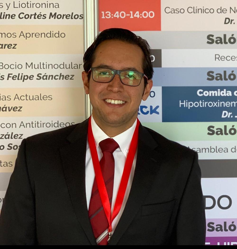 Dr. Nestor Martinez Zavala (Médico internista y endocrinólogo)