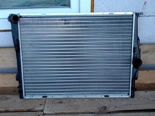 Радиатор охлаждения двигателя бмв Е90, Е87 17117564654