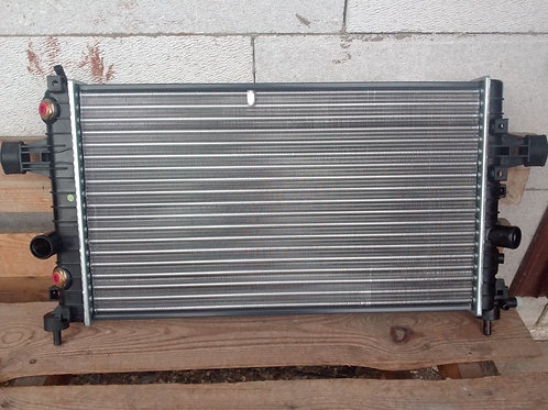 Радиатор охлаждения Опель Астра Н  1300285