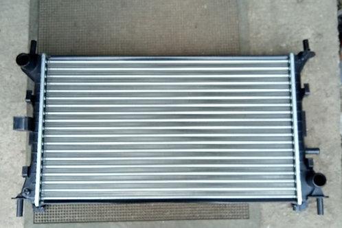 Радиатор охлаждения 1061180 Форд Фокус 1