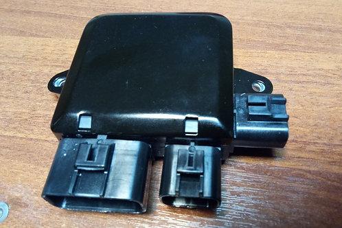 Блок Митсубиси Лансер 9 управления вентилятором  1355A124