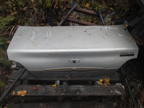 Крышка багажника белого цвета Daewoo Nexia N100 96169602, 96287153