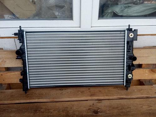 Радиатор охлаждения Шевроле Круз 13336889