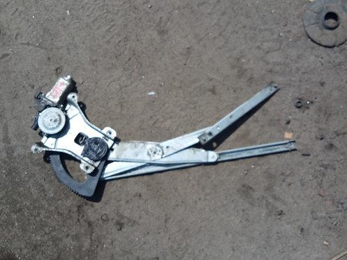 Стеклоподъёмник двери передний правый 96541784  Шевроле Авео