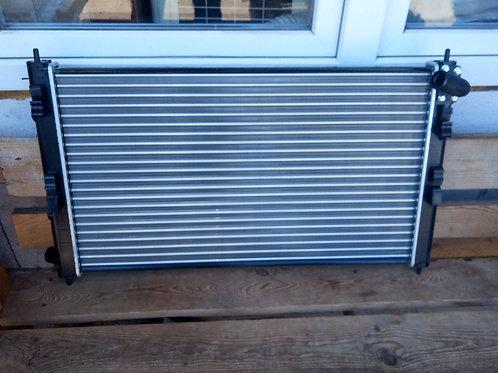 Радиатор охлаждения двигателя под механику Митсубиси Лансер 10