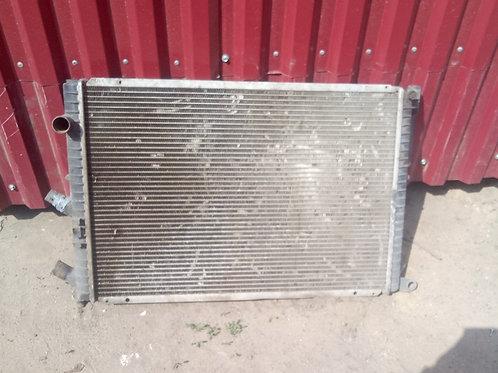 Радиатор охлаждения двигателя Рено Лагуна 1