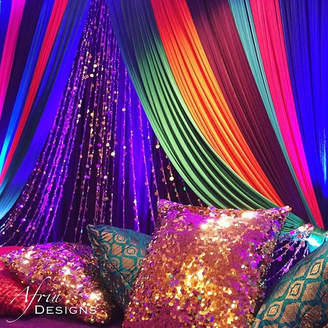 Here is a close up of the Mehndi stage, you can really see the sparkles now! #afrindesigns #mehndini