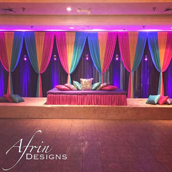 Mehndi stage! 💙💚💜_#southasainwedding #pakistanibride #indianbride #desiwedding #mehndistage #mehn