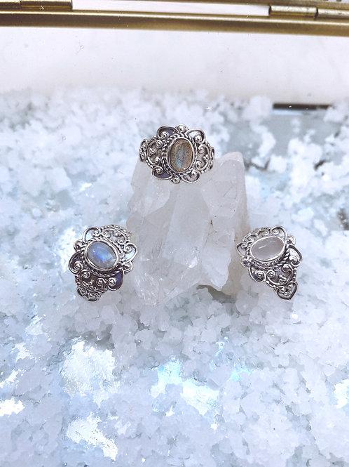 Bunaea Ring