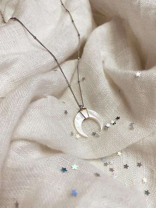 Nácar Moon Necklace