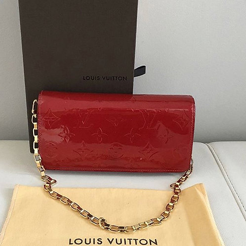 LOUIS VUITTON vernis continental wallet on chain in pomme d'amour