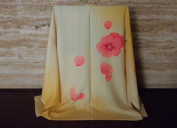 クリーム地ぼかしにピンクの梅(横山喜八郎作) 絵羽織