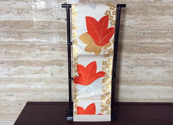 白地、金の桜に赤楓 袋帯