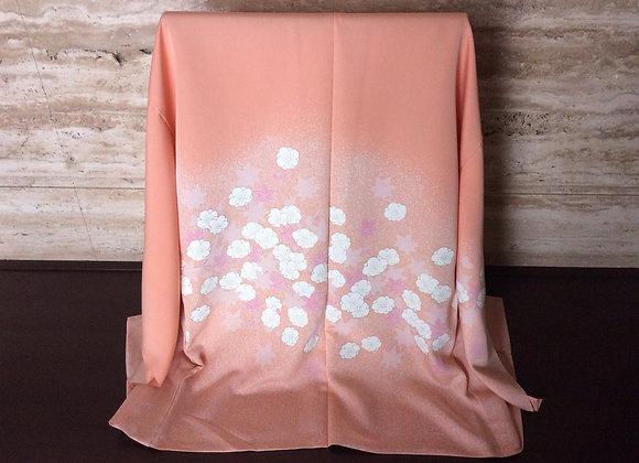 淡いオレンジピンクたたき地に白花散らし 絵羽コート