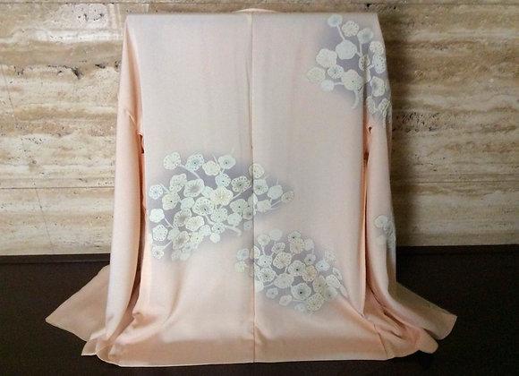 淡いピンク地に白梅 絵羽織