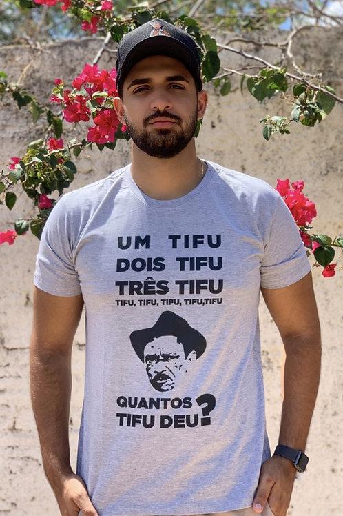 """Camisa cinza - """"Quantos Tifu Deu?"""""""