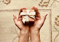 close-up-hands-packaging-842876.jpg