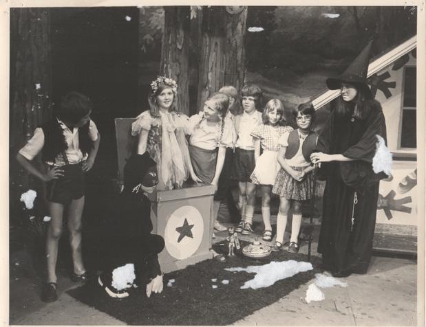 Hansel & Gretel 1976 7.png