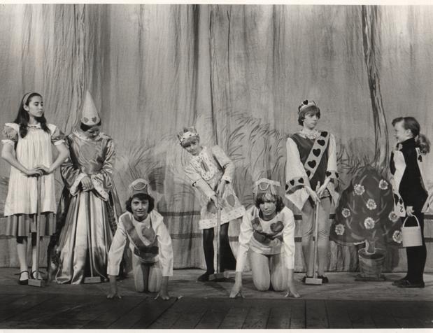 Alice in Wonderland 1978 (2).png