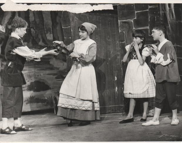 Hansel & Gretel 1968 5.png