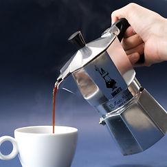How to prepare coffee with moka pot step 4