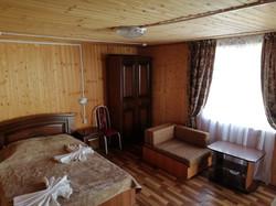 3-х местный деревянный домик