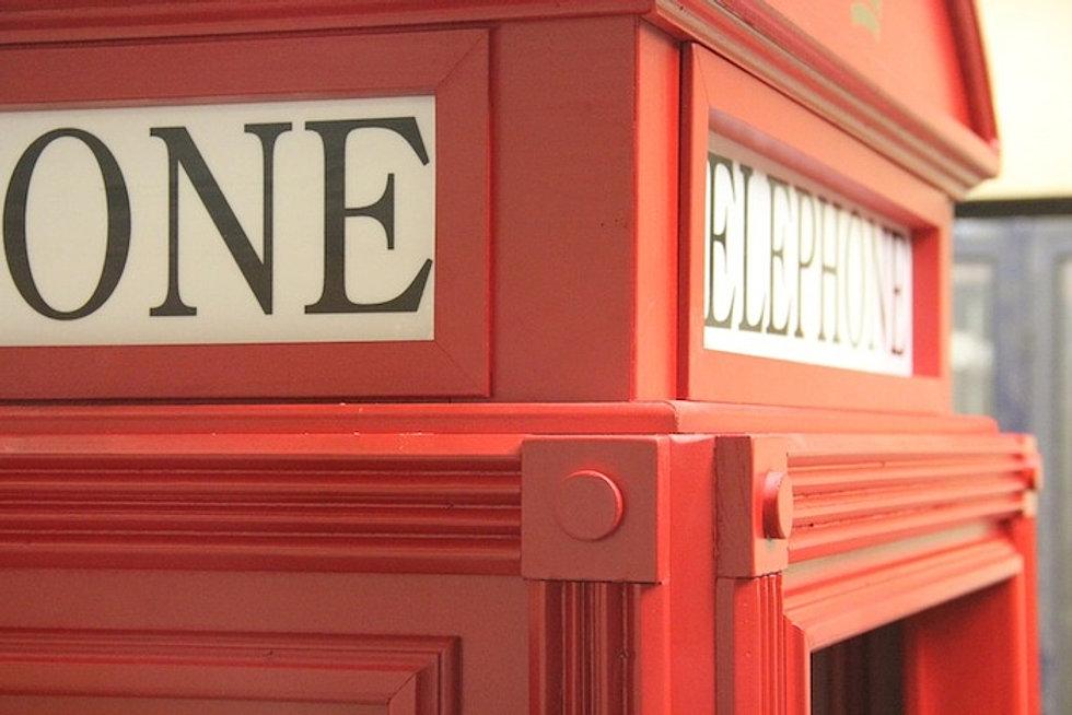 Cabina telefonica inglese in legno su misura for Arredamento pub inglese