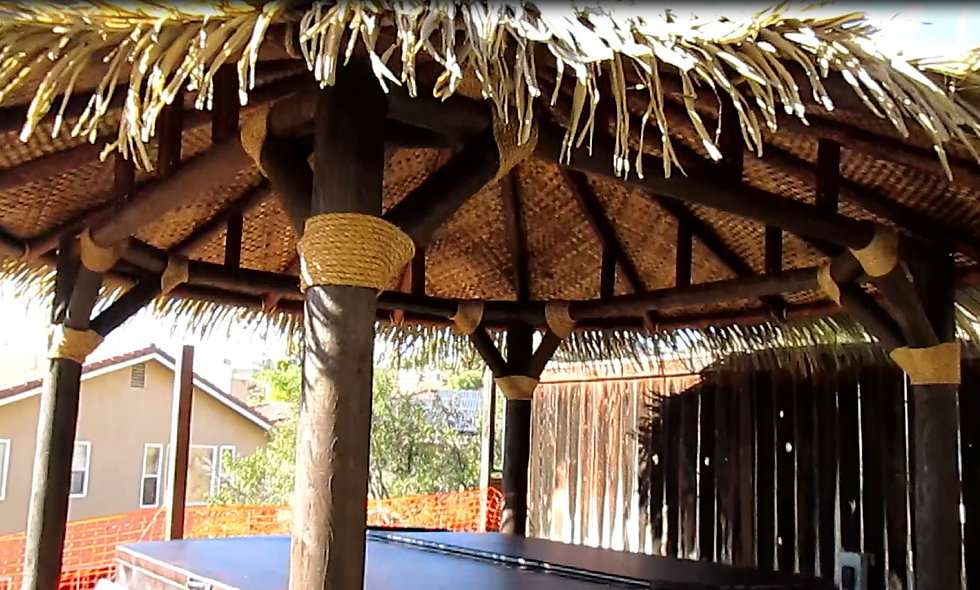 11'-20' SYNTHETIC FIJI THATCH ROUND HUT