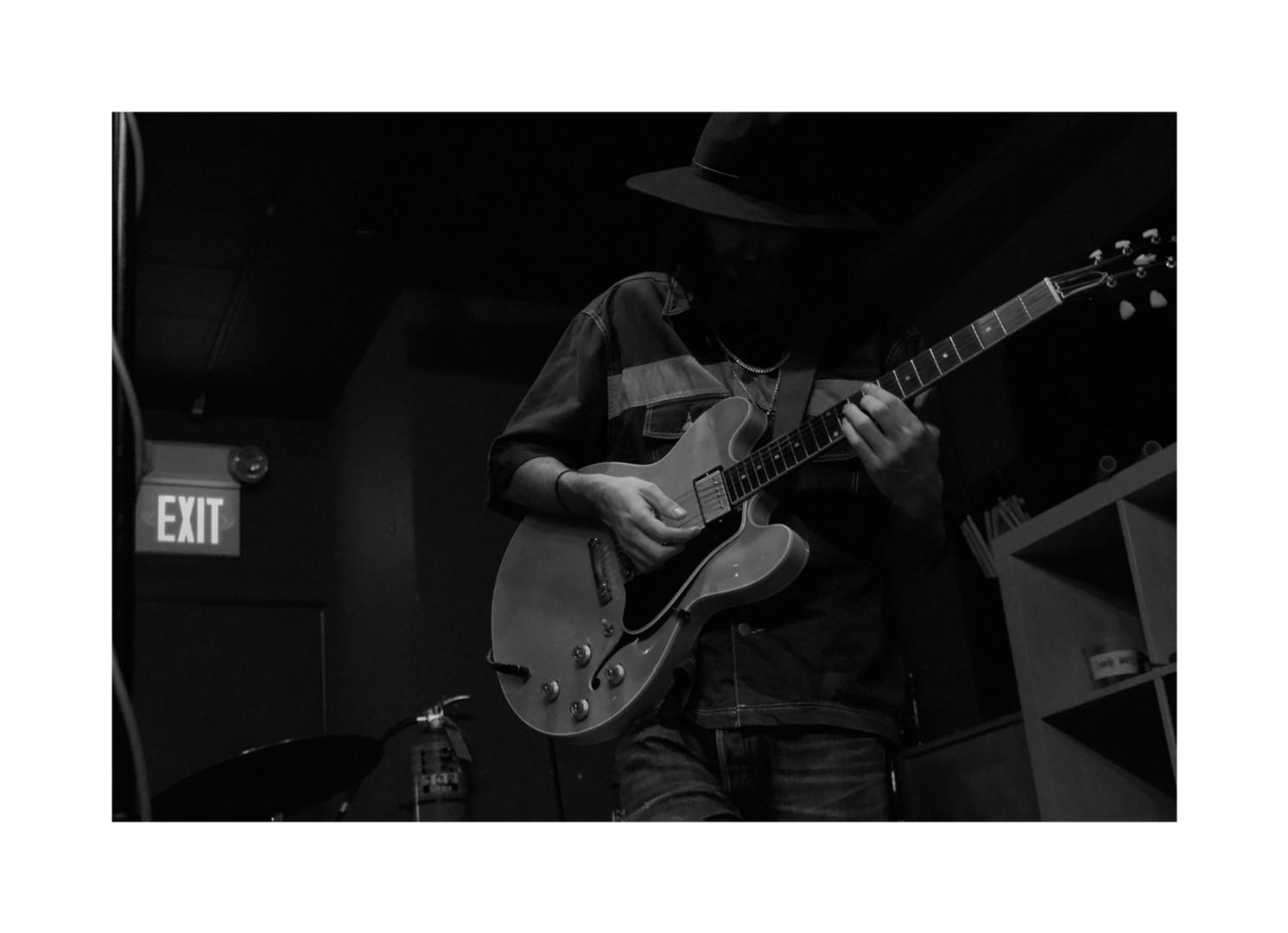 guitarlitlit.jpg