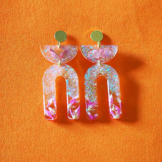 FURIOSA - Boucles d'oreilles fleurs roses et résine à paillettes