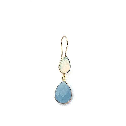 boucles d'oreille avec deux pierres, une opaline et une calcédoine bleue