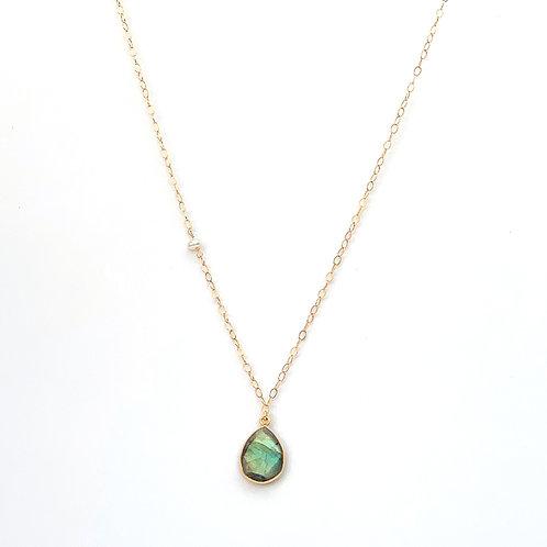 collier long chaine doublée or avec pendentif en labradorite