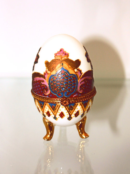 Porcelain Hand Painted Egg I.T. 9175 .001