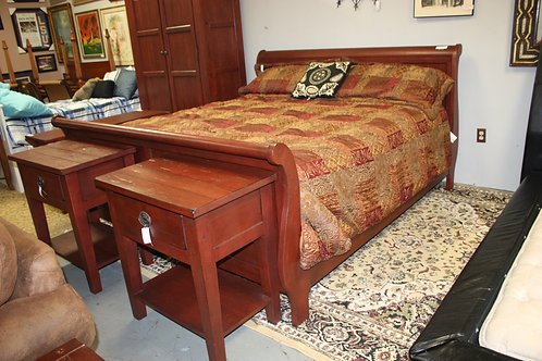 Broyhill King Bed & 2 Nightstands