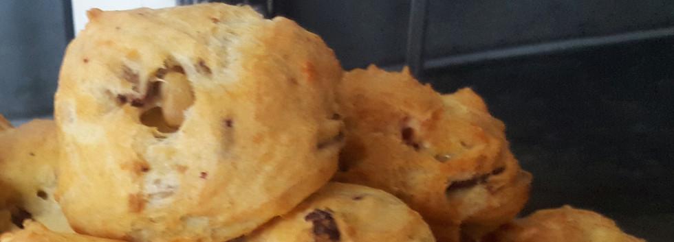 Soezen met blauwe kaas en noten
