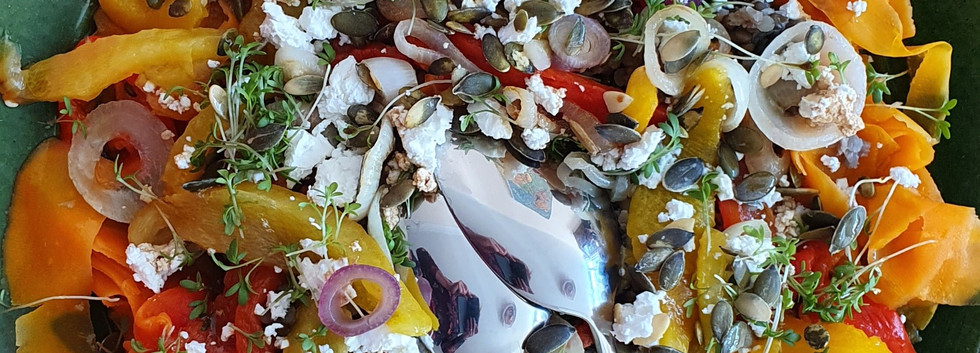 Salade linzen gerookte paprika's geitenkaas