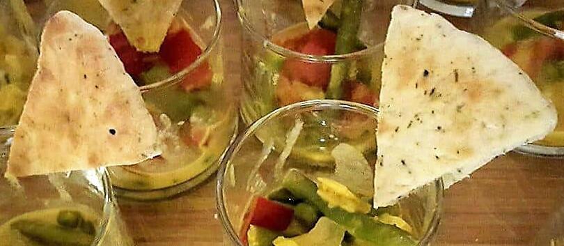 Glaasje met curry en naanbrood