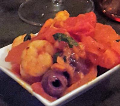 Hapje met tomaten en garnalen
