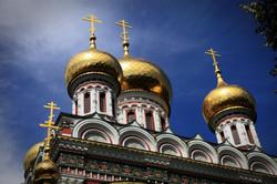 Shipka_golden_domes_(Happy_Baba_Marta_da