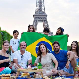 É orgulho de ser brasileiro que diz né_