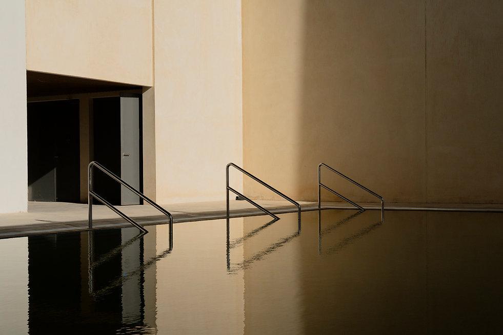 Masdar_city_dark_pool (2).jpg
