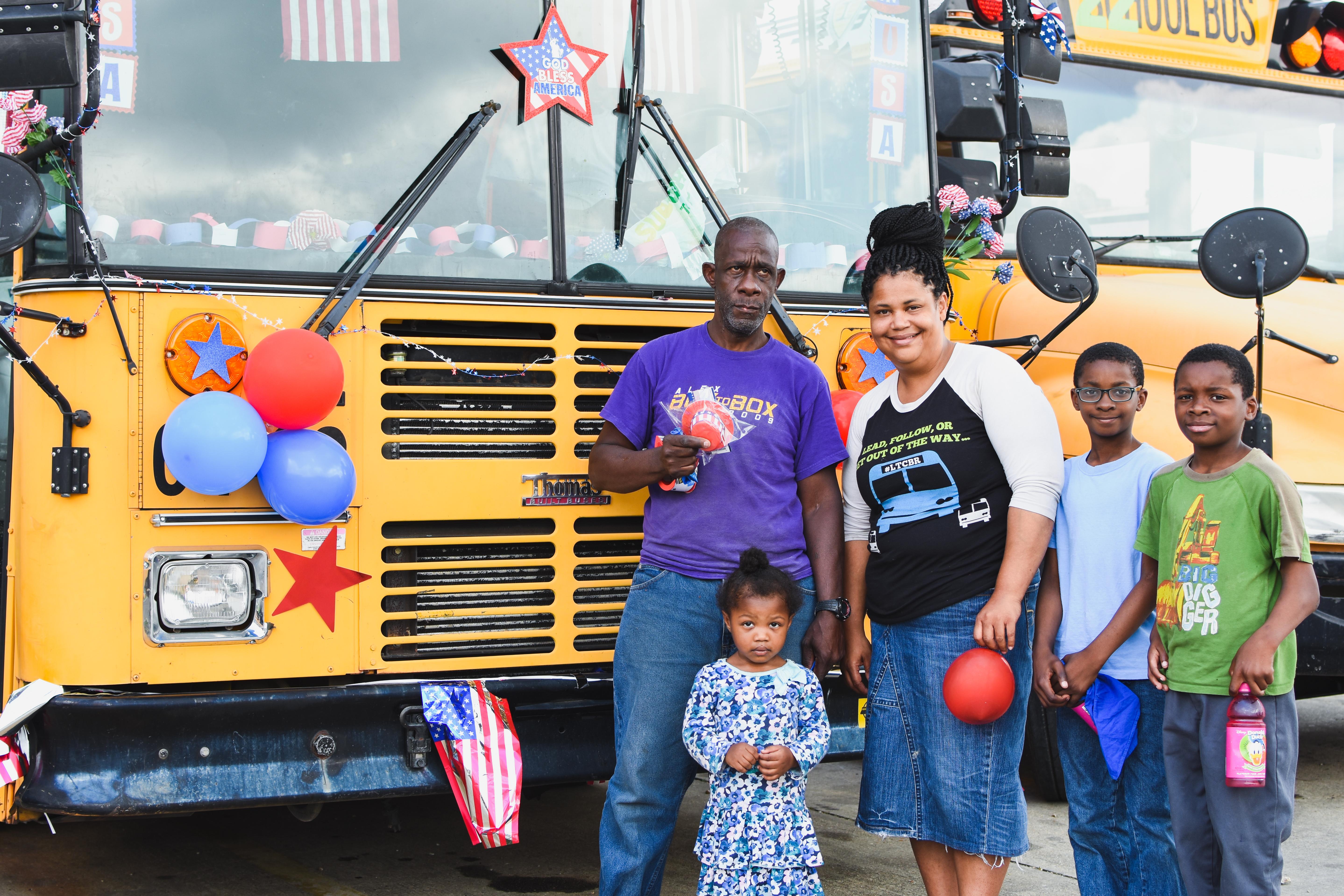 Bus Parade LT 4