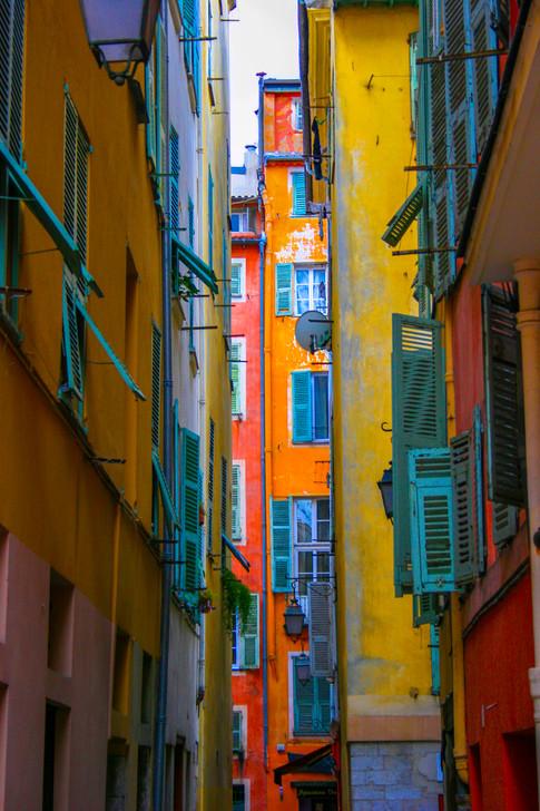 No sun among the buildings; Nice