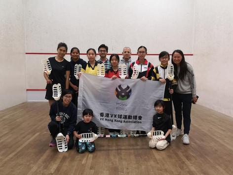 沙田區兒童及青少年VX球學員與來自英國的Global VX負責人合影