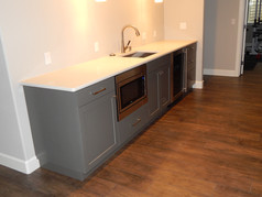 wet bar with appliances.JPG